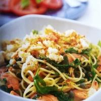 Спагети с пушена сьомга и рукола